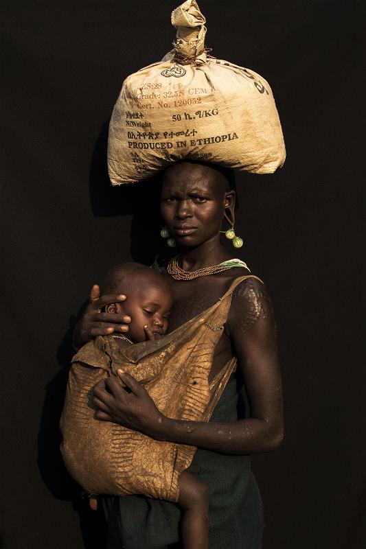 Susan Greeff, Mother & Child I